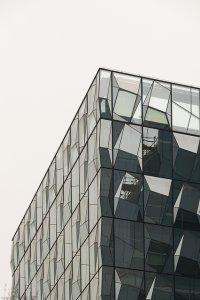 Szklany biurowiec